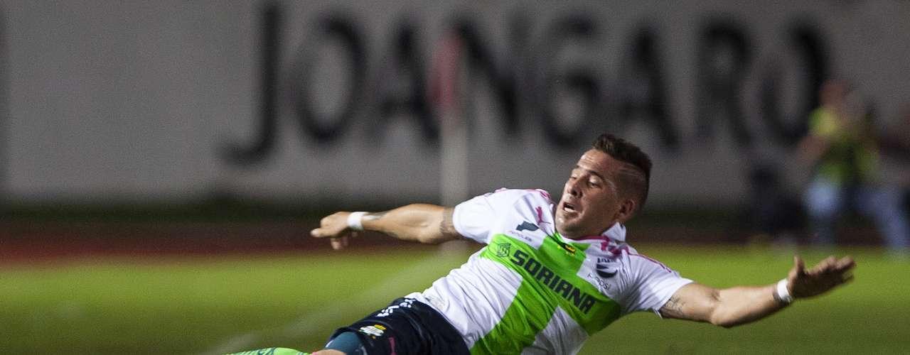 Mauro Cejas, otro de los hombres importantes en la dinámica de medio campo para Santos.