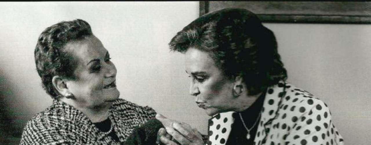 Martha Hildebrant y Rosa María Cuculiza.