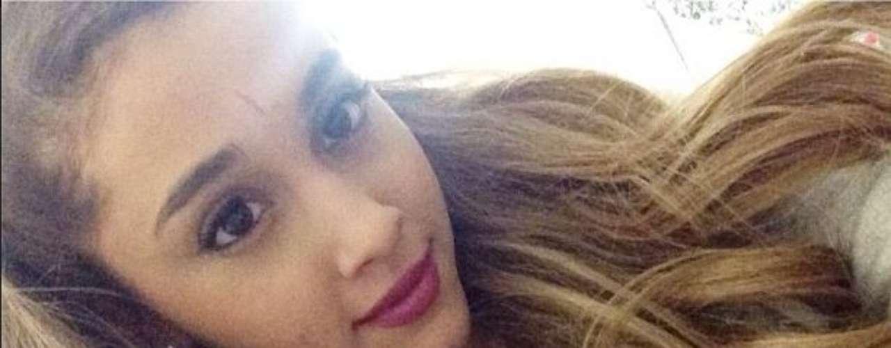 Ariana Grande mostró esa hermosa carita con una marca en la frente, y dio gracias por ella diciendo: \