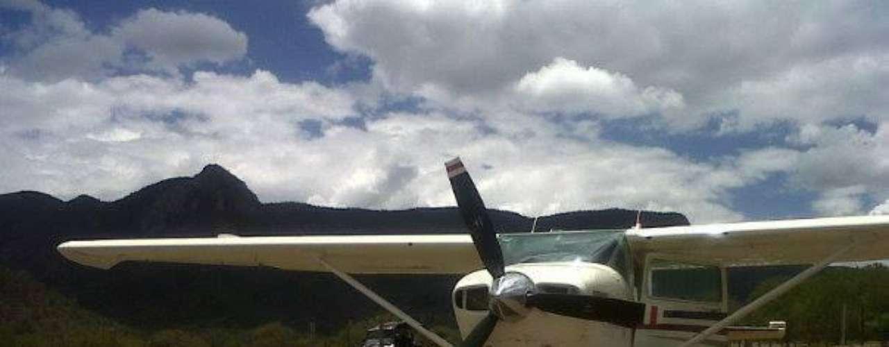 Alfredo posteó la fotografía de esta avioneta y un mensaje en el que anuncia una salida a bordo de esta nave.