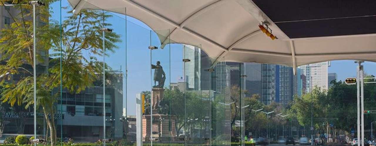 C'est la Vie. Situado en el hotel Méridien Mexico City, este exclusivo restaurante ofrece especialidades de cocina francesa como short rib con risotto parmesano, robalo con alubias y otras delicias.  Paseo de la Reforma 69, col. Tabacalera.