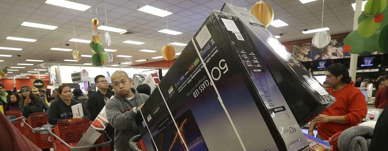 Por su parte, la cadena de grandes almacenes Target, indicó que las ventas por internet y el tráfico online de ayer se encuentran entre \