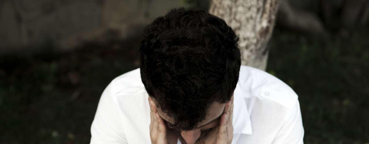 Dolor de cabeza severo Si tienes dolores de cabeza intensos debes acudir a tu médico, pues pueden ser señal de problemas más serios en el sistema nervioso, como la meningitis.