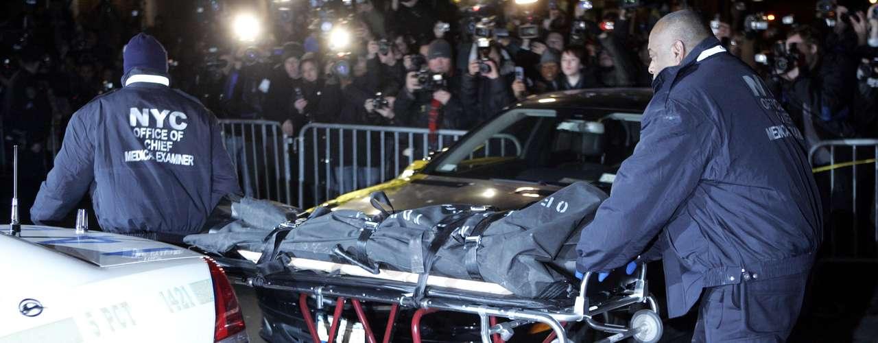 Se dice que Ledger quedó tan 'dañado' después de haber interpretado a 'The Joker' en 'The Dark Knight' que se hizo adicto a varios medicamentos. El actor murió el 23de Enero del 2008 resultado de una intoxicación aguda por los efectos combinados de la oxicodona, hidrocodona, diazepam, temazepam, alprazolam y la doxilamina.