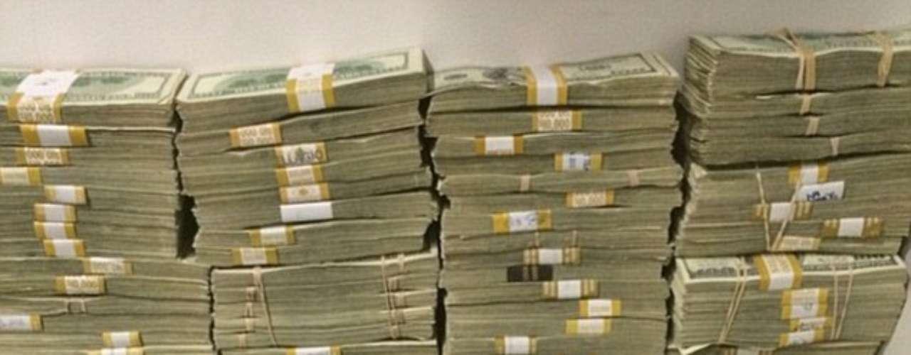 Su fortuna, ganada a través de los torneos de poker, está valoradaen más de $ 100 millones.