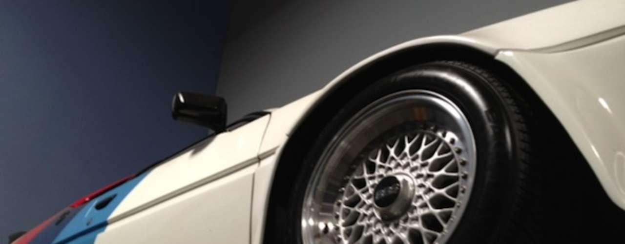 El BMW M1 de Paul Walker. El BMW M1 es un icono con 270 caballos de fuerza que pareciera ser la cereza perfecta para este pastel.