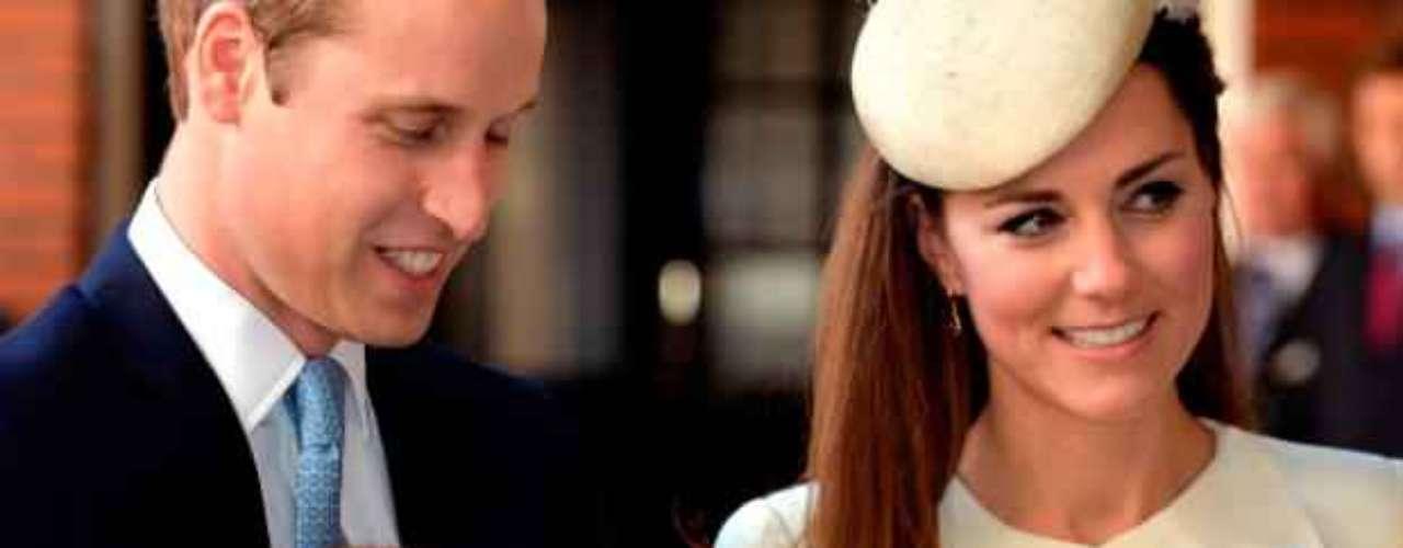 Los duques de Cambridge: Guillermo y Kate llamaron a su primer hijo Jorge Alejandro Luis, quien será el tercero en la línea de sucesión tras Carlos y Guillermo de Inglaterra.