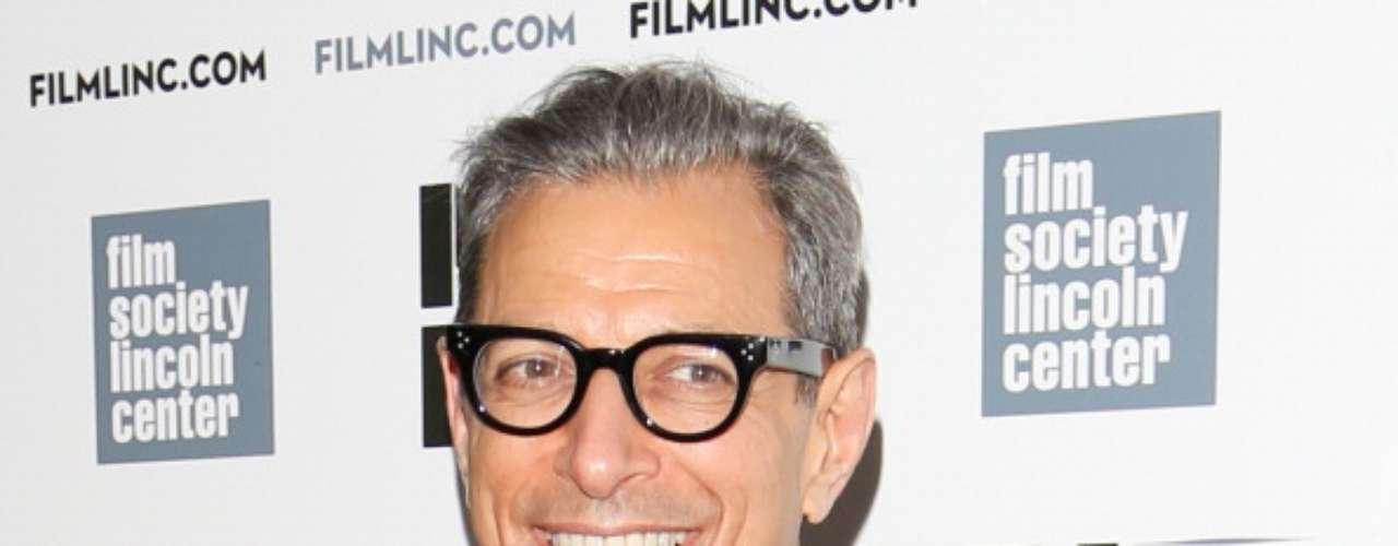 """Jeff Goldblum (David Levinson): Este galán de los noventa, también conocido por su papel como Ian Malcolm en """"Jurassic Park"""", no tuvo mucho éxito en la gran pantalla, sin embargo su participación en series de TVcomo """"Ley y Orden: Acción criminal"""", """"Will y Grace"""", """"Raines"""" e incluso """"Glee"""" la han traído buenos dividendos y unos cuantos premios. Durante el 2014 lo veremos en el cine como parte del elenco de """"The grand Budapest Hotel"""", la nueva cinta de Wes Anderson."""