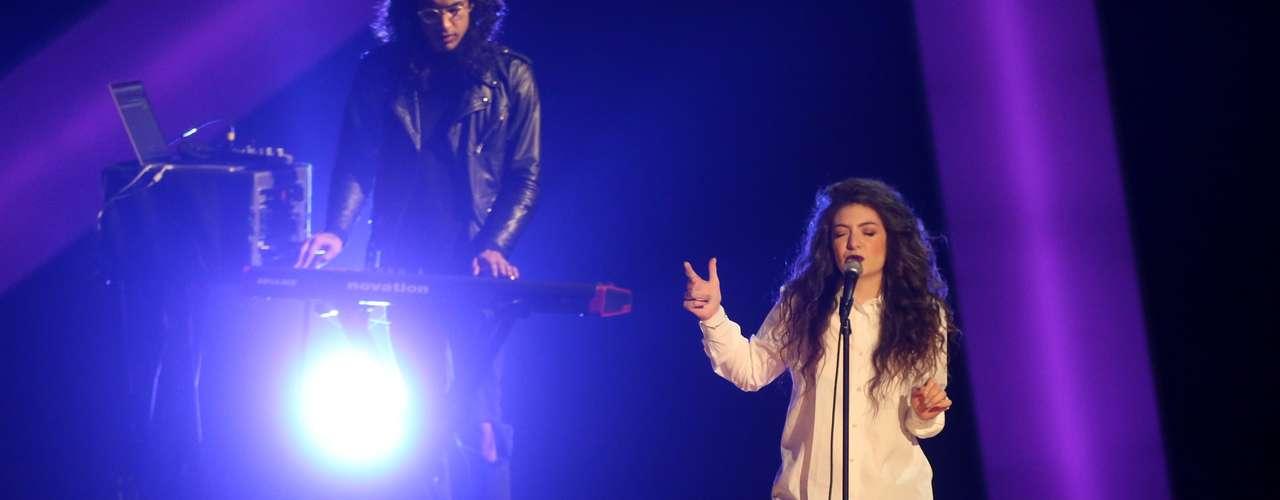 La debutante y sensación de Nueva Zelanda,Lordeasombró con su interpretación de 'Royals'