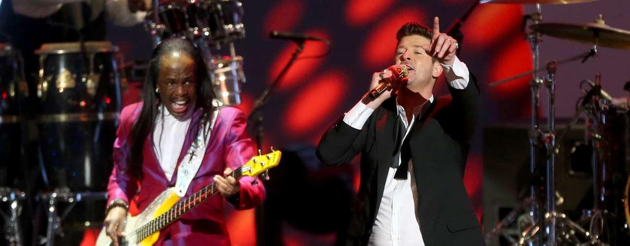 Robin Thickese encargó de cerrar conbroche de oro el concierto cantando su tan famosa 'Blurred Lines'.