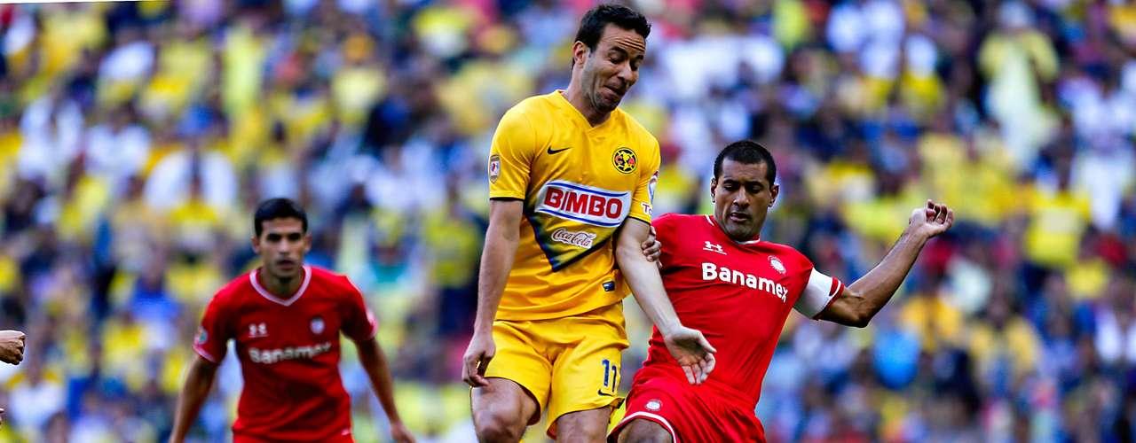 América está en la Final del futbol mexicano tras vencer 2-0 a Toluca en el Estadio Azteca (3-2 global) y avanzar a la Final. Aquivaldo Mosquera adelantó al 13', mientras Jesús Molina anotó al 84'.