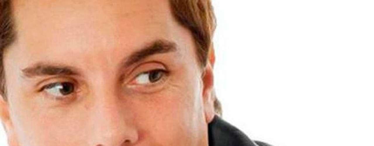 Como actor, se destacó interpretando papeles en la tv argentina en las series 'Romeo y Julieta', 'La Niñera', 'Como vos y yo','Herederos de Amor' y 'Televisión por la Identidad'.Muere el actor mexicano Juan PeláezEncuentra páginas de tus novelas favoritas en orden alfabéticoActores que murieron en 2011Actoreshispanos que murieron en 2012Inolvidable: Eduardo Palomo y su 'Corazón Salvaje'Fallece Gérard de Villiers, popular autorfrancés de novelas de espionaje