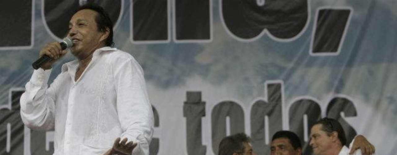 Conocido como 'El cacique de La Junta' por suciudad natal en el departamento de la Guajira(norte), fue conocido por canciones como 'Bonita','Mi primera cana' y 'Sin ti', entre otras. Cuatrodías antes de su muerte, había lanzado su últimaproducción discográfica llamada 'La vida delartista'.Muere el actor mexicano Juan PeláezEncuentra páginas de tus novelas favoritas enorden alfabéticoActores que murieron en 2011Actoreshispanos que murieron en 2012Inolvidable: Eduardo Palomo y su 'Corazón Salvaje'Fallece Gérard deVilliers, popular autorfrancés de novelas de espionaje