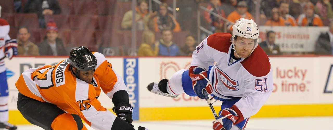 Dec 12, 2013; Philadelphia, PA, USA; Montreal Canadiens center David Desharnais (51) shoots against Philadelphia Flyers right wing Wayne Simmonds (17) during the third period. The Flyers defeated the Canadiens, 2-1. Mandatory Credit: Eric Hartline-USA TODAY Sports