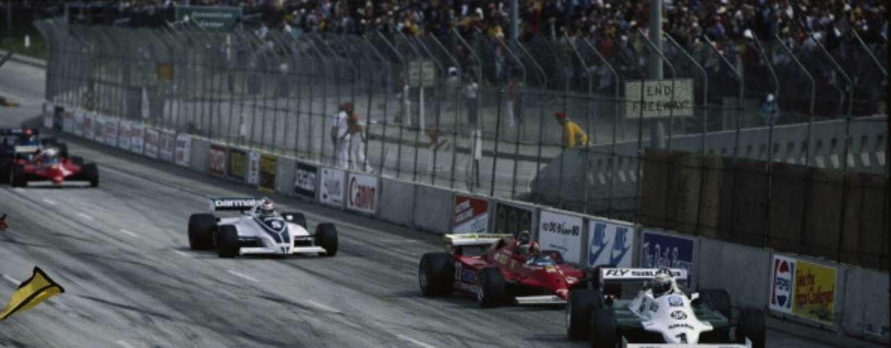 La temporada 1981 de F1 fue célebre por el conflicto que mantuvieron el australiano Alan Jones y el argentino Carlos Reutemann mientras compartían equipo en Williams. La desobediencia de Reutemann durante el GP de Brasil, que por orden del equipo debió dejar pasar a Jones, motivó que el equipo minara sus aspiraciones del campeonato. Ese conflicto, sumado ala nula relación con Jones yla pérdida de rendimiento de su auto,terminaron con el argentino perdiendo el campeonato en la carrera final en el GP de Las Vegas.
