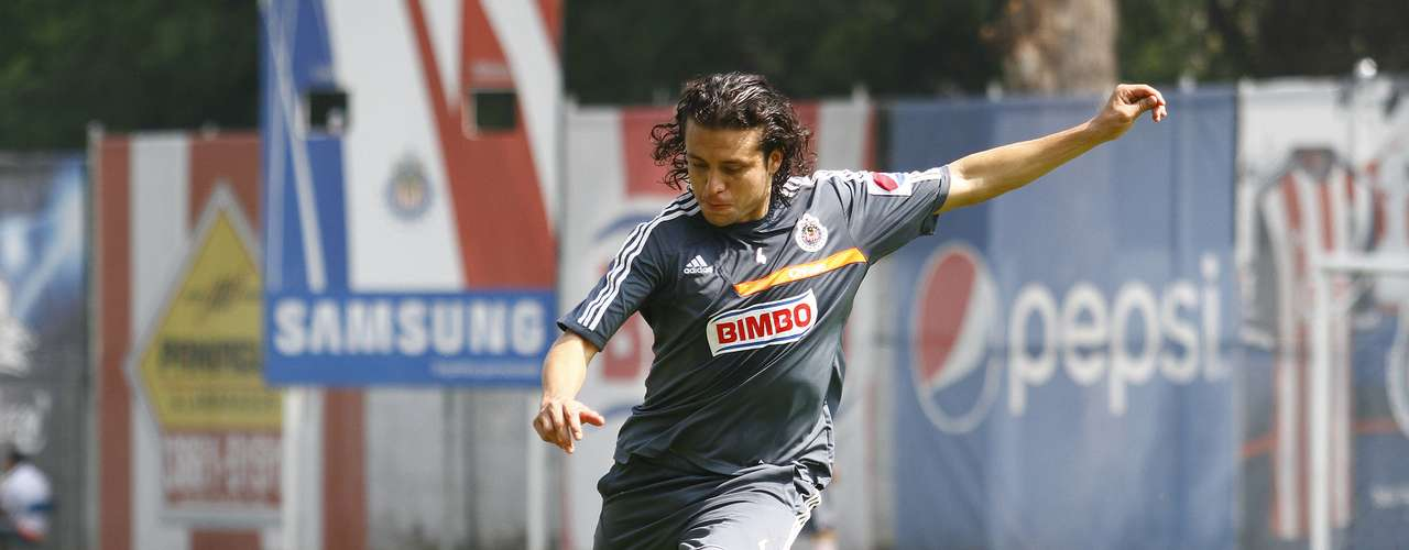 Héctor Reynoso pasa de Chivas a Monarcas Morelia como préstamo a un año