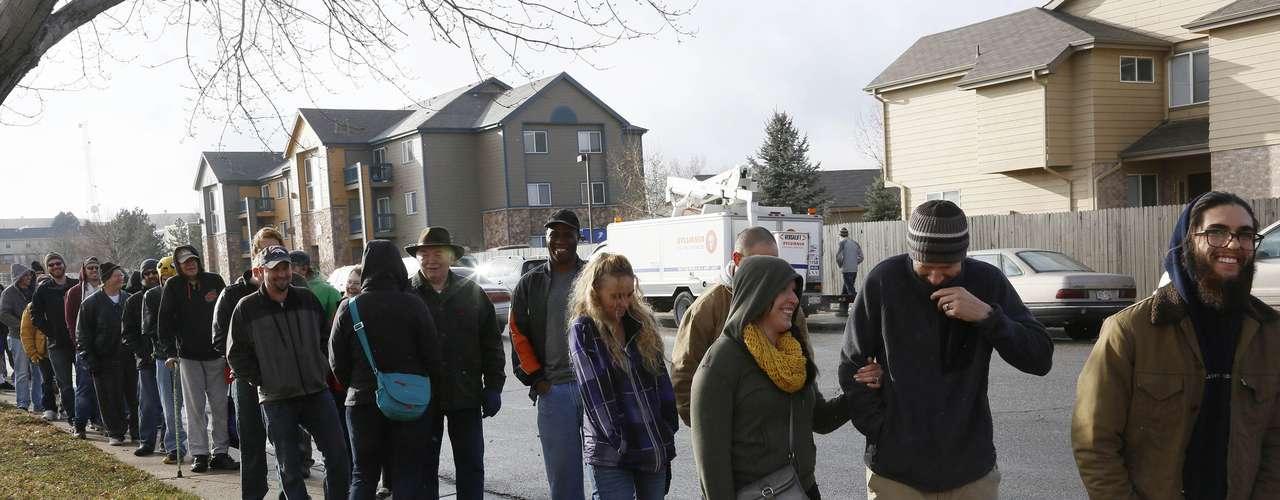 El primer día de venta legal de marihuana al por menor en Colorado transcurrió sin que se registraran problemas, más allá de aglomeraciones en algunas tiendas, informaron este jueveslas autoridades.