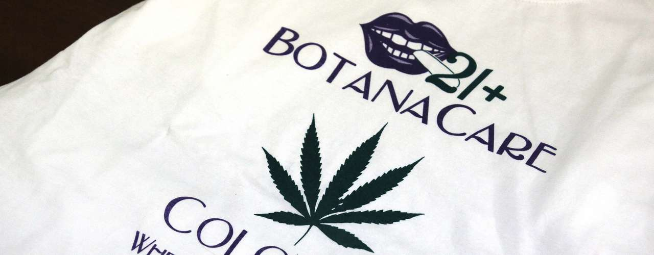 En Denver, 17 de las 18 tiendas de marihuana con licencia abrieron sus puertas. Otras 20 tiendas de mariguana al menudeo abrieron en el resto de la entidad dando la bienvenida a los clientes que en algunos casos hicieron filas de más de una hora para poder adquirir la droga.