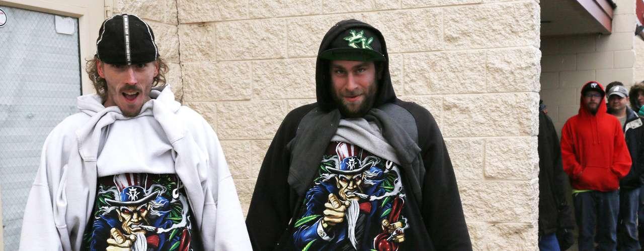 En Denver, la mayor preocupación de las autoridades estaba relacionada al temor de que los compradores de mariguana desobedecieran las leyes municipales que prohíben fumar la droga en sitios públicos, dijo Kilroy. \