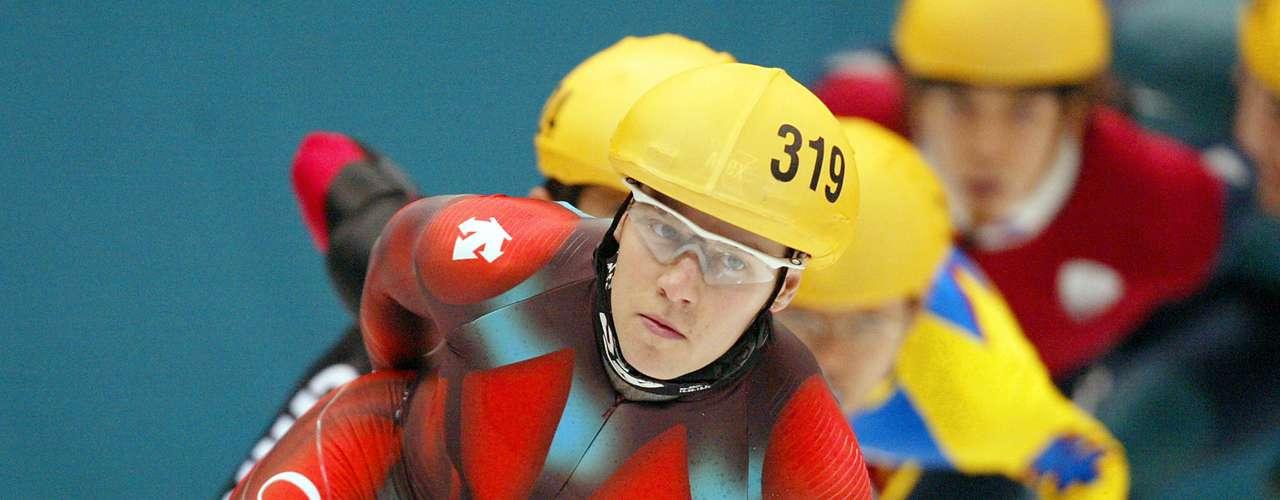 En Salt Lake City 2002, el también estadounidense Apolo Anton Ohno cayó al piso, junto con tres de los otros cuatrofinalistas, cuando corría la final de carrera corta de 1000m. La caída le costó la medalla de oro.