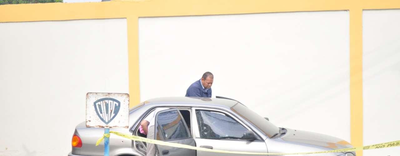 Funcionarios del Cicpc de la delegación de Puerto Cabello, efectivos de la Guardia Nacional Bolivariana y de la Policía Municipal se desplegaron la mañana de este martes en el tramo de la autopista Puerto Cabello- Valencia, donde asesinaron a la actriz Mónica Spear y a su exesposo, reseñó el portal web Noticias24Carabobo.