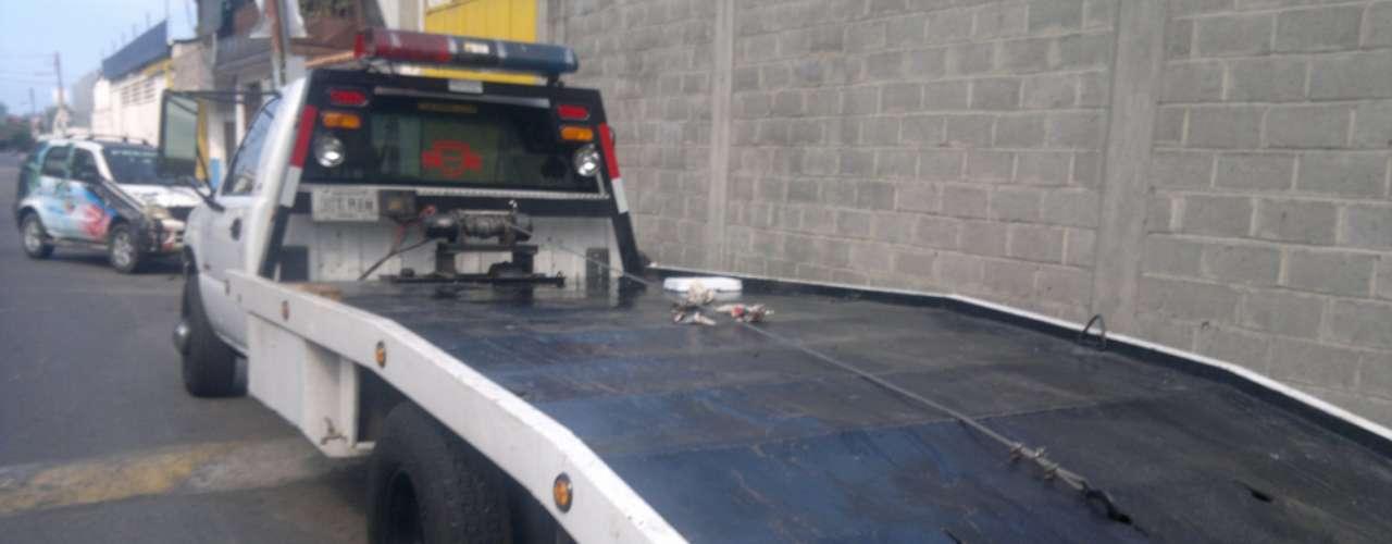 El director de la policía científica (CICPC), José Gregorio Sierralta, indicó a la prensa que las víctimas fueron atacadas presuntamente por cinco sujetos, justo en el momento en que terminaban de subir su vehículo a una grúa que los auxilió en la autopista que va desde Puerto Cabello hacia Valencia.