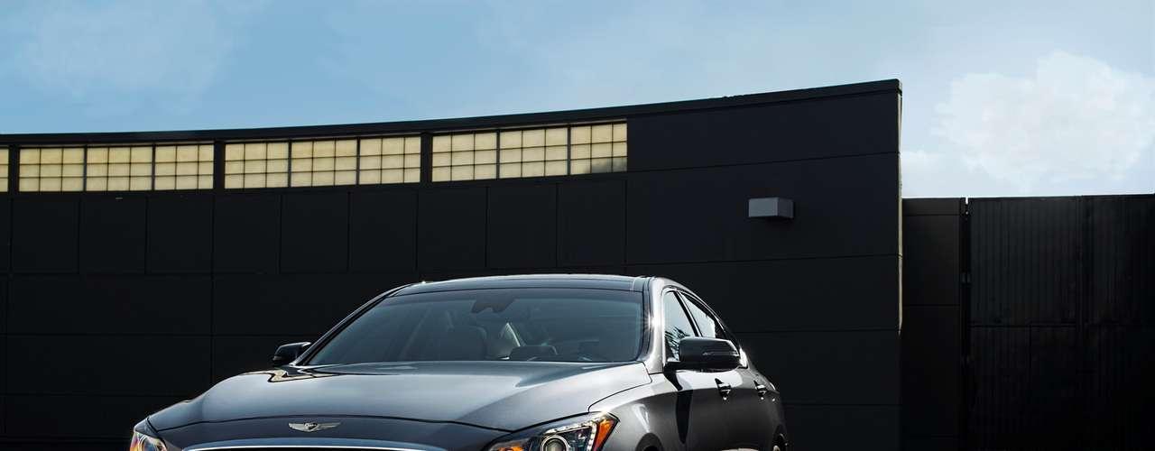 Las formas Fluídicas siguen presentes, pero con una presentación más refinada y precisa. Esta última filosofía de diseño es adaptable a una gama más amplia de tipos y tamaños de vehículos.