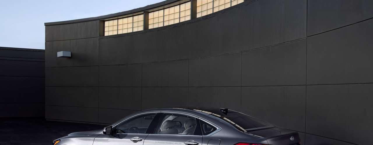 Con alta presión de inyección directa por el poder impresionante, bajas emisiones y una excelente eficiencia, esta última versión del Tau V8 permite una admisión optimizada, mayor cadena de distribución para reducir la fricción y NVH, bajo par colector de escape, mayor relación de compresión y mapeo de inyección múltiple actualizado.
