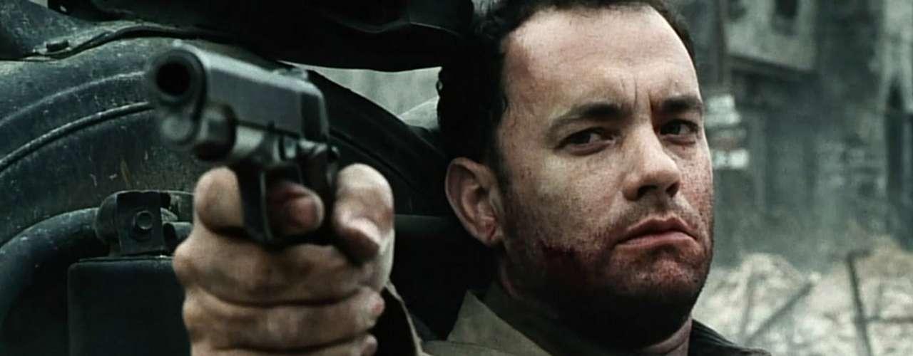 Hanks no es un habitual del cine de acción pero uno de sus trabajos más recordados es el de 'Salvar al soldado Ryan', donde se patea media Normandía en busca de un recluta.