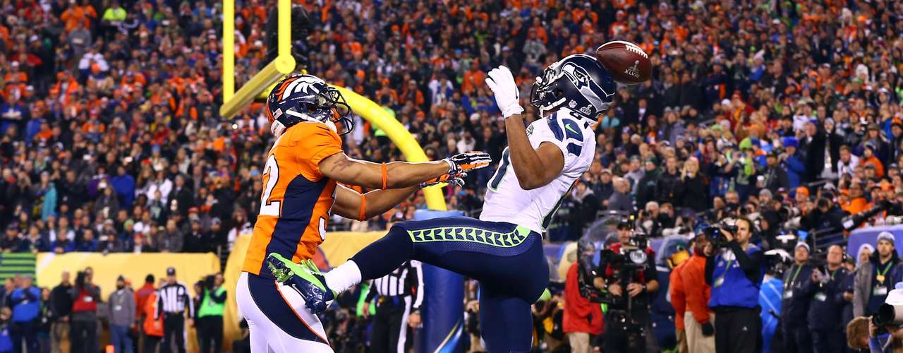 Denver Broncos cornerback Tony Carter (32) is called for pass interference against Seattle Seahawks wide receiver Golden Tate (81).