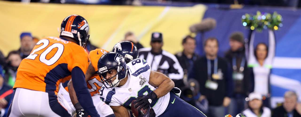 Seattle Seahawks wide receiver Doug Baldwin (89) scores a touchdown against Denver Broncos free safety Mike Adams (20) during the second half in Super Bowl XLVIII.