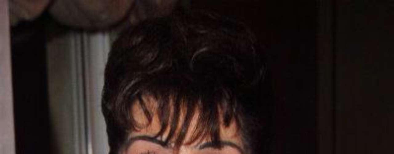 A la actriz de la telenovela 'Cuando Me Enamoro' le fue diagnosticado cáncer de colon en abril 2012. Ella fue sometida a una cirugía para retirarle un tumor, pero sufrió complicaciones que le provocaron, entre otras cosas, infecciones e insuficiencia renal. La última esposa de Pedro Infante decidió, a sus 78 años, no recibir más tratamientos de quimioterapias y dejarlo todo \