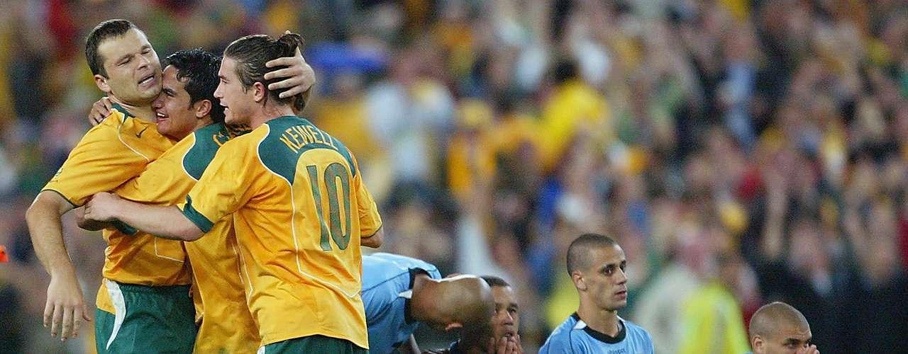 Recordemos que Australia había sufrido muchoa para calificarse, pues antes la FIFA obligaba al ganador de la eliminatoria en Oceanía, a jugar un repechaje con Sudamérica, donde casi siempre se quedaban los equipos de aquel continente. A partir del 1 de enero del 2006, se mudó a la confederación asiática de futbol, en la que ha calificado para los últimos dos mundiales de forma directa.