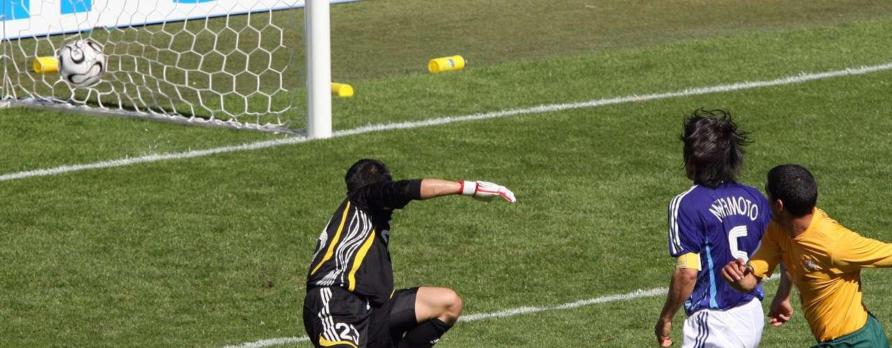 El primer gol en un Mundial para Australia lo marcó Tim Cahill al minuto 84 del partido, esa Copa del Mundo sería de ensueño, pues Australia avanzó por primera y única vez a la segunda fase del Mundial, en un grupo que incluía a Brasil, Croacia y Japón. Fueron eliminados con mucho sufrimiento por Italia y terminaron en el lugar 16 de 32 equipos.