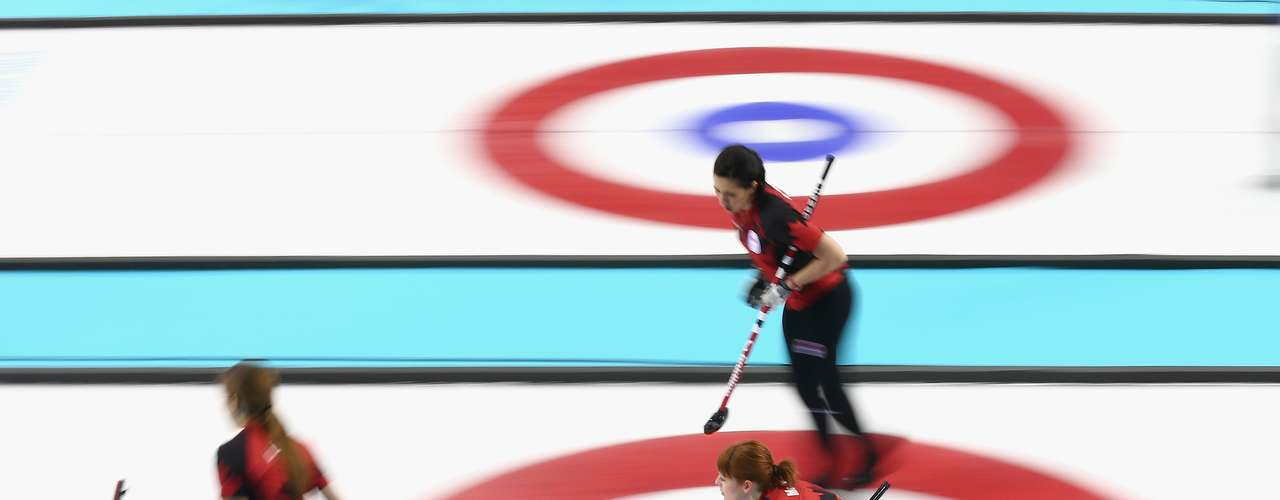 Medal favorites Canada got a 9-6 win over a tough Great Britain side in women's curling.