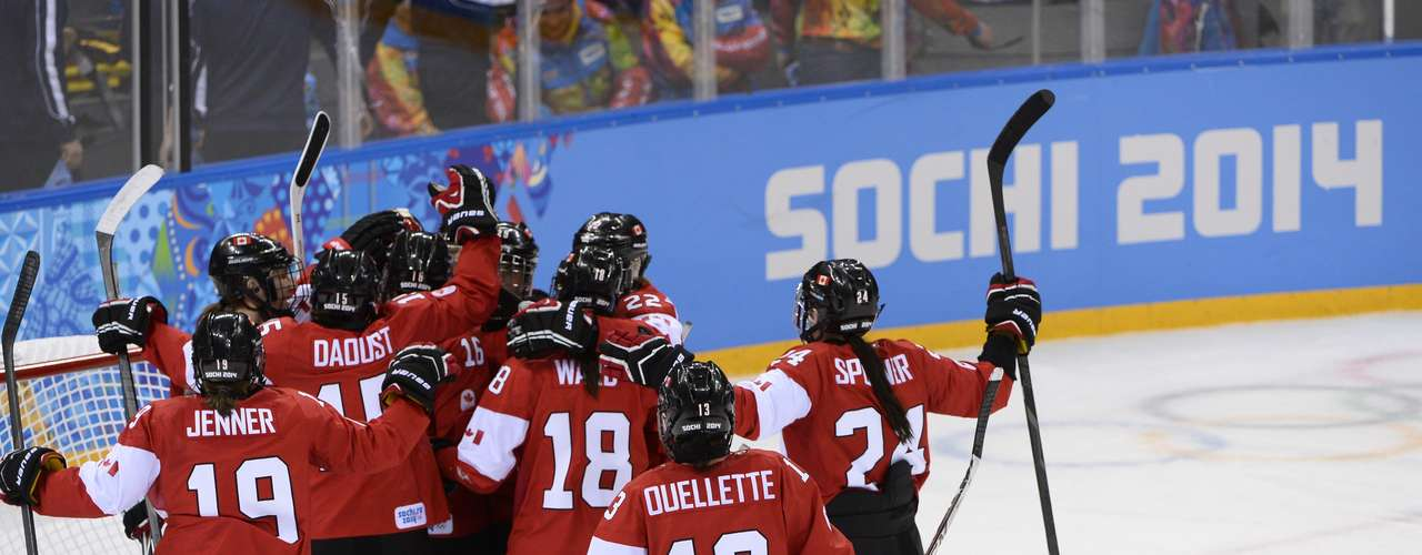 The United States and Canada battled for the top of Group A in the Women's Ice Hockey Preliminaries, with Canada taking the 3-2 win.