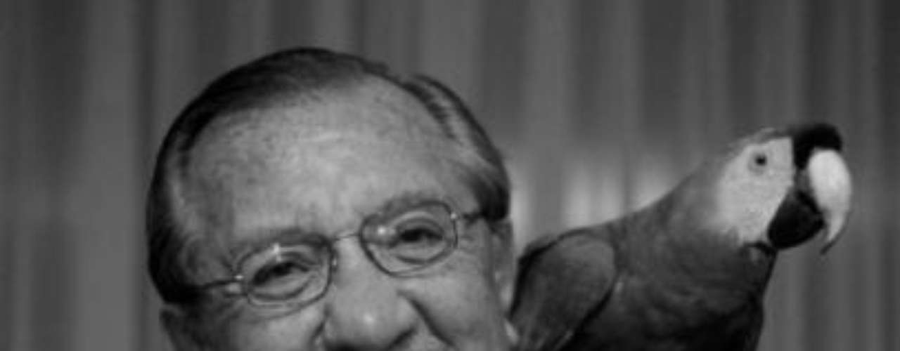 Fernando González Pacheco.-La querida figura de la televisión colombianamurió a los 81años en Bogotá la noche del 11 de Febrero.