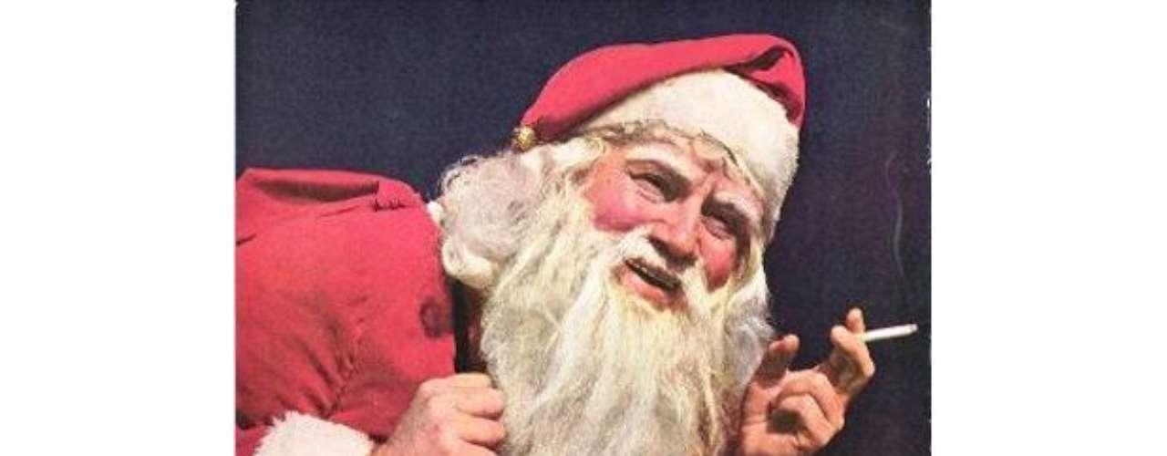 En esta publicidad, Papá Noel fuma Lucky Strike y dice que ese cigarrillo se siente suave en su garganta.