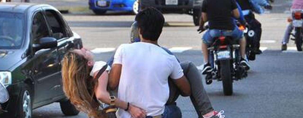 Génesis Carmona.- La reina de belleza fue herida durante la manifestación estudiantil en contra del gobierno venezolano. El médico que confirmó su muerte aseguró a la prensa que, de haber sobrevivido, la joven hubiese quedado ciega, pues la bala le daño la región occipital del cerebro.