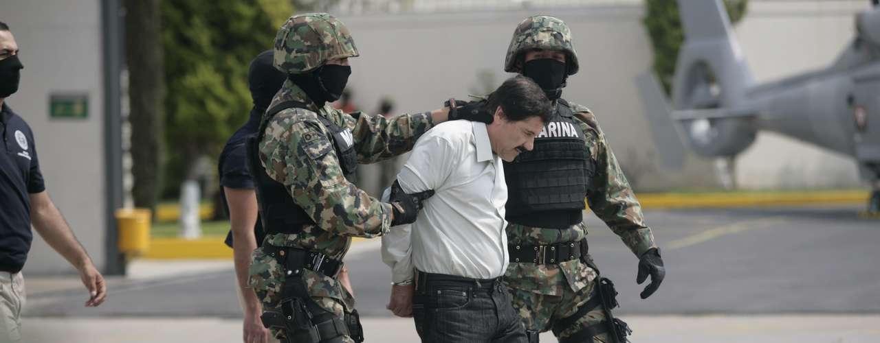 Joaquín Guzmán Loera iba vestido con camisa verde claro y pantalón negro. No portaba chaleco antibalas.
