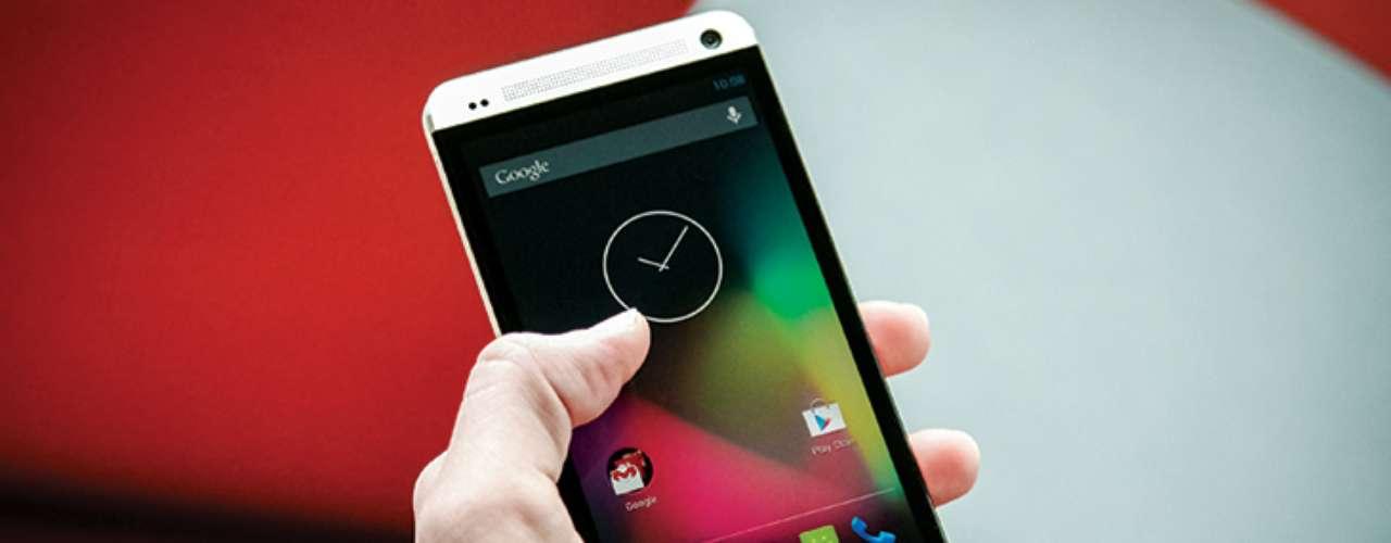 2º - HTC One Google Edition - De nuevo, técnicamente es igual a su versión en tiendas, pero su principal diferencia es que la interfaz Android es más pura, sin las modificaciones realizadas por HTC