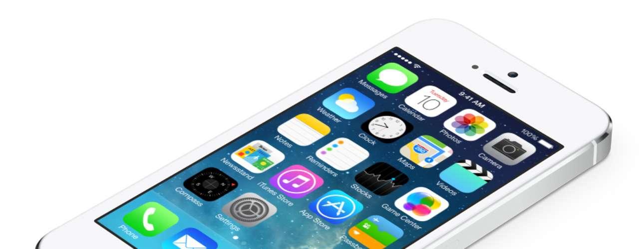 1º - iPhone 5S - El primer lugar en los mejores celulares del momento de Business Insider se lo lleva el iPhone 5S, la terminal más avanzada de Apple que cuenta con arquitectura de 64 bits, poderoso procesador y una pantalla retina de excelente resolución.