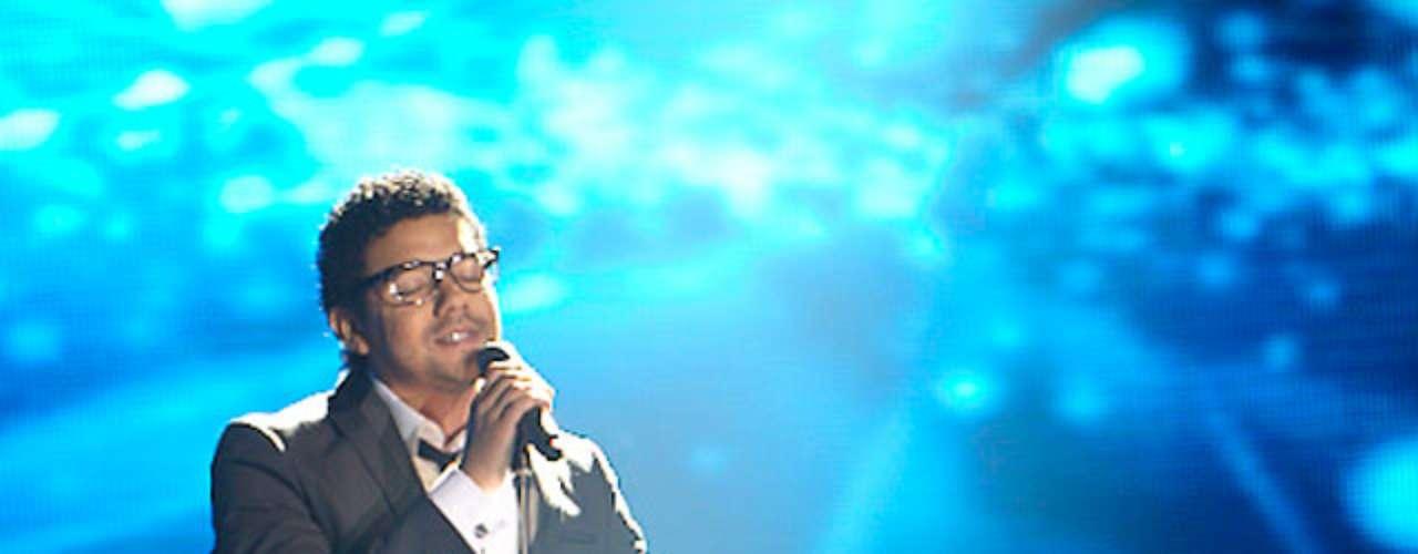 El imitador de Andrés Cepeda se parece físicamente al cantante y su voz también es una de sus grandes ventajas.