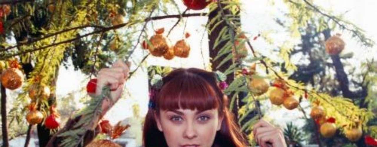 Síguenos en:  Facebook -  TwitterRecuerda al 'Corazón Salvaje Original'Aracely Arámbula dejaría 'Perfume de Gardenia' por oferta de telenovela