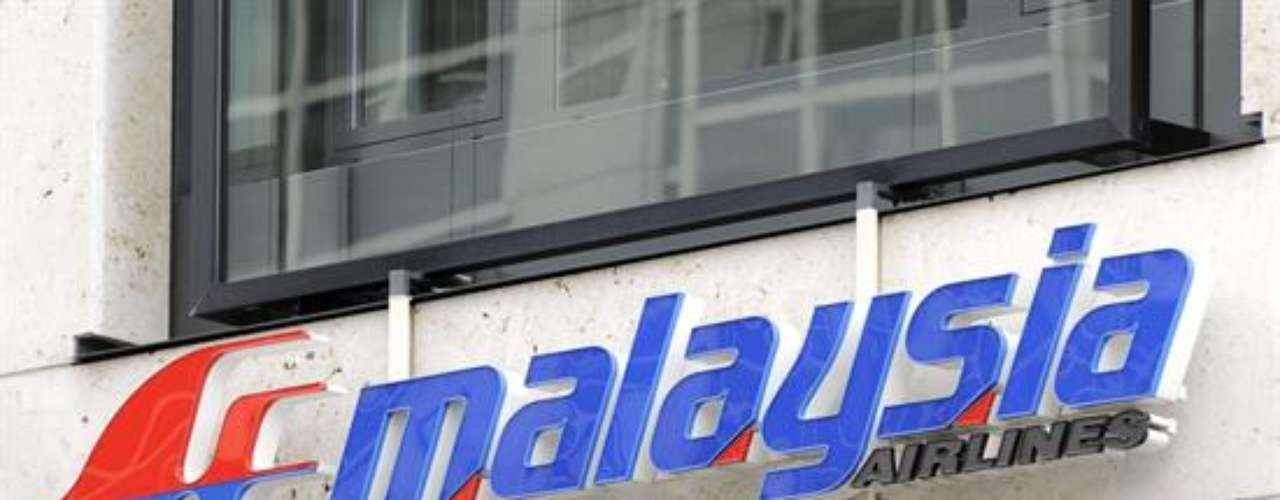 La compañía trasladó a los afectados a un hotel situado al noreste de la ciudad desde el mismo aeropuerto a primera hora de la mañana, cuando se confirmó que el avión había perdido el contacto con la torre de control de tráfico aéreo de Subang a las 02.40 hora local.