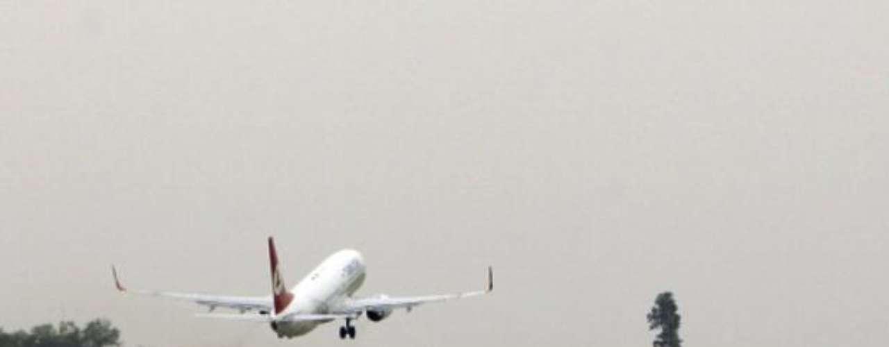 08 julio de 2003. Al menos 115 personas murieron al estrellarse un Boeing 737 de las líneas aéreas sudanesas cerca de Port Sudán, en la costa este del país. Un niño de dos años sobrevivió al accidente, que tuvo lugar pocos minutos después del despegue.