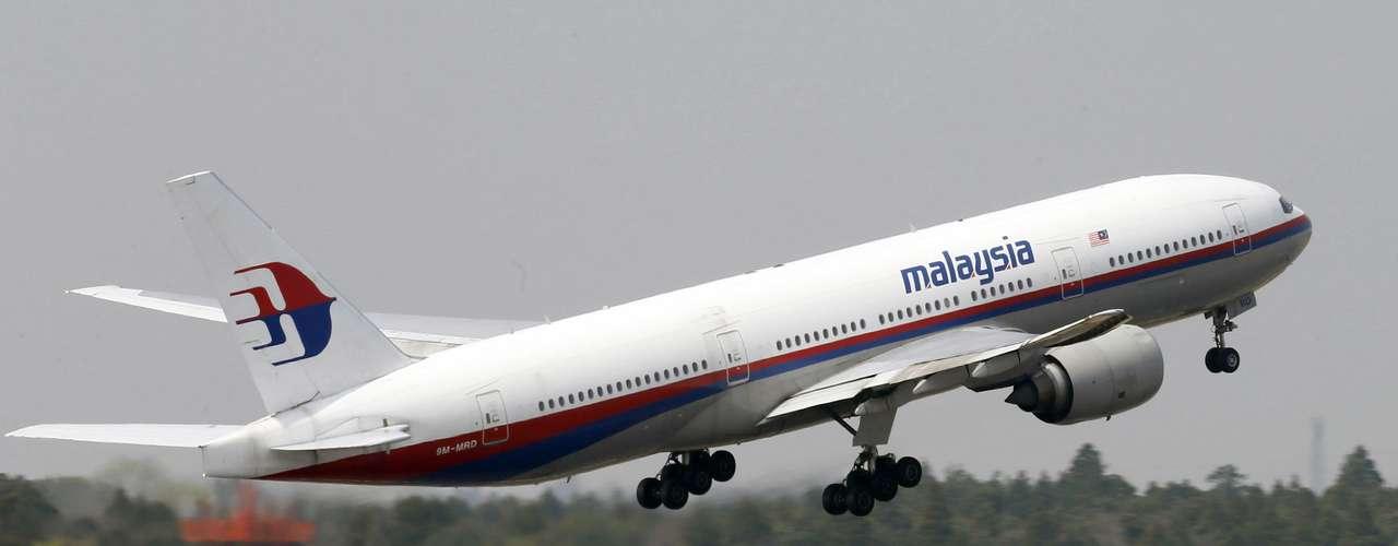 Un avión de la línea aérea Malaysia Airlines con 239 personas a bordo, proveniente de Kuala Lumpur con destino a Pekín, se estrelló este viernes 7 de marzo cerca de la costa vietnamita, en una de las tragedias aéreas más impactantes de los últimos años.