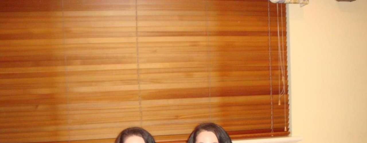 Anna y Lucy DeCinque son inseparables. Las gemelas australianas de 28 añoscomparten el mismo celular, el mismo trabajo, la misma cuenta de Facebook, inclusoel mismo novio.