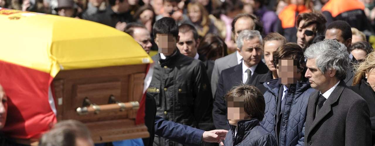 El economista y padre de los dos hijos mayores de Mariam Suárez también ha viajado hasta Ávila para acudir al entierro del que fue su suegro. Sus hijos están muy unidos a la tierra natal de su abuelo.