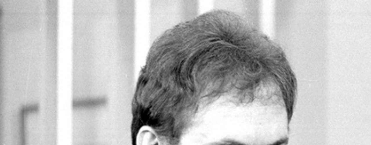 José Wilker fallecióeste sábado a la mañana, víctima de un infarto fulminante, en su casa de Río de Janeiro.En esta foto, el actor en'Transas e Caretas', en1984